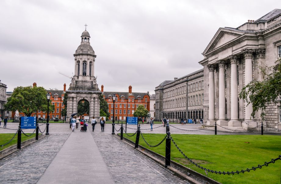 Trinity college dublin Irlanda que ver