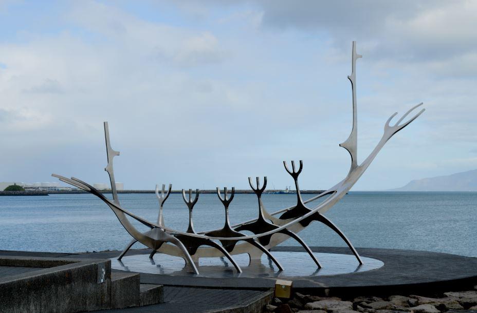 Escultura del sol viajero Islandia