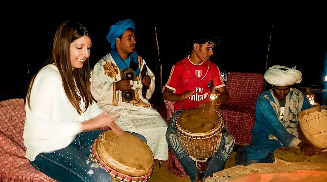 Tocar tambores Merzouga
